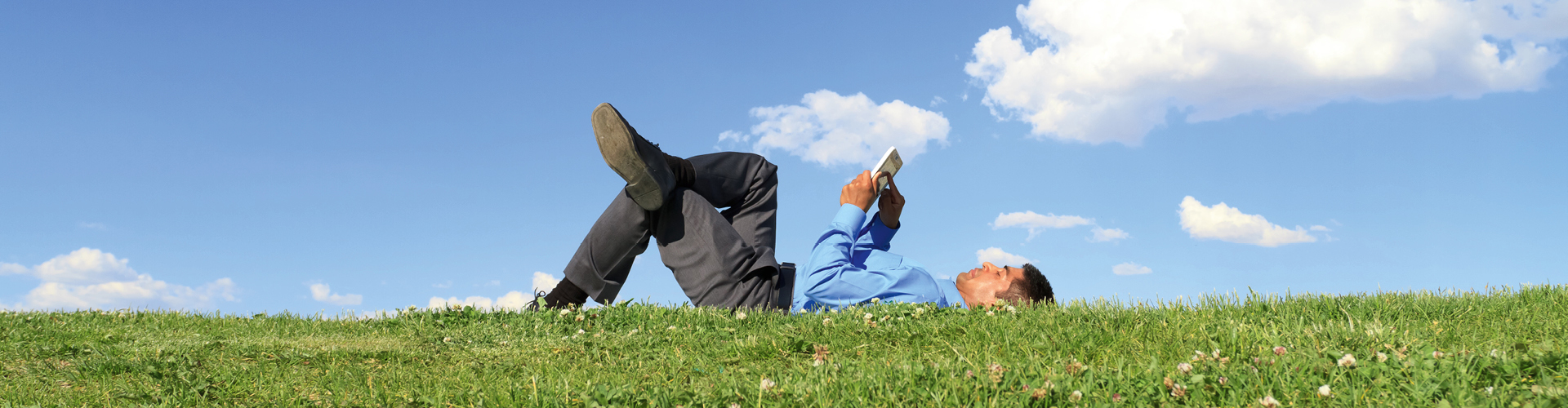 Hoe zorg je ervoor dat politici en bestuurders lekker online lezen?